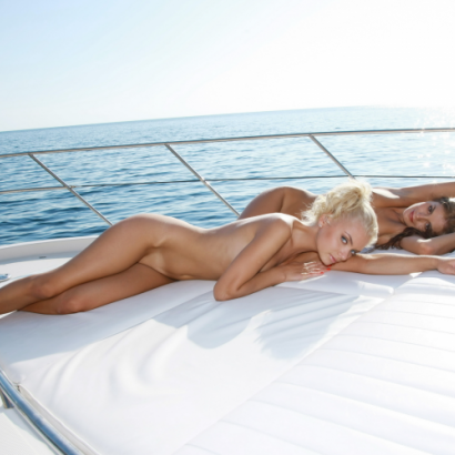 Enjoy the company of gorgeous stripper during the Berlin cruise